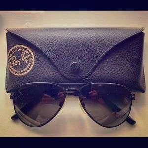 Ray-Ban Accessories - Black Aviator Ray Ban's